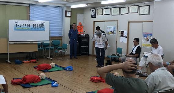 8月4日(日)の村山大和支部3階において/「普通救命講習」を北多摩消防署と東京防災救急協会から/講師を招いて、なまず隊員10名が受講しました。/