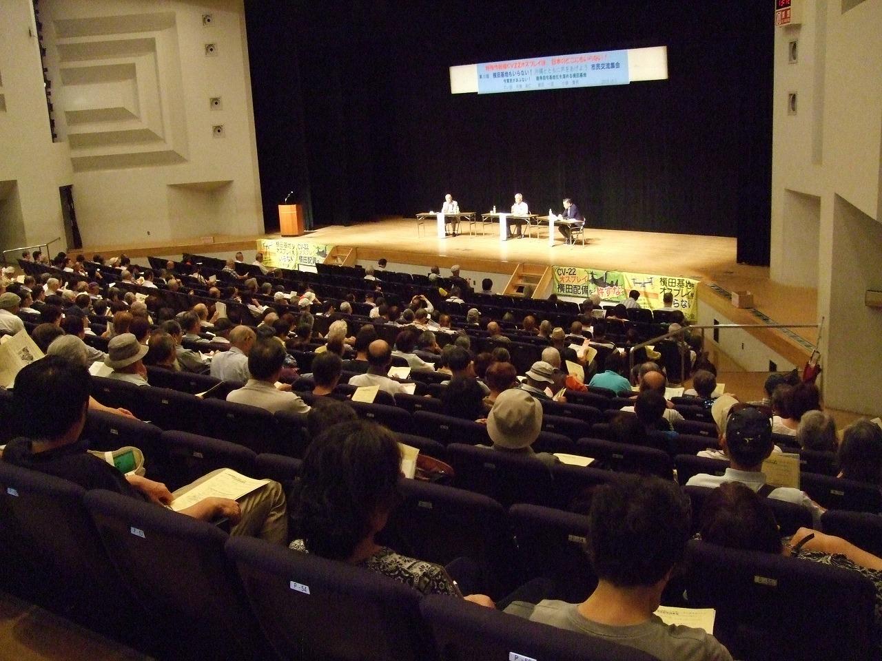 ジャーナリストの布施さんと小柴軍事ジャーナリスト/そして横田基地公害訴訟団の寉田さんの3人の対談でした。//沖縄と横田の現状と基地の性格がますます戦争に向かっている様子などが/はなされました。